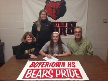 Hannah Jaskuta signs with Bloomsburg