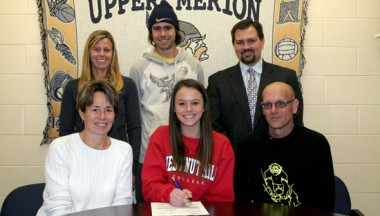 Julia Reinert signs wioth Chestnut Hill ciollege (Photo courtesy of SuburbanOneSports.com)
